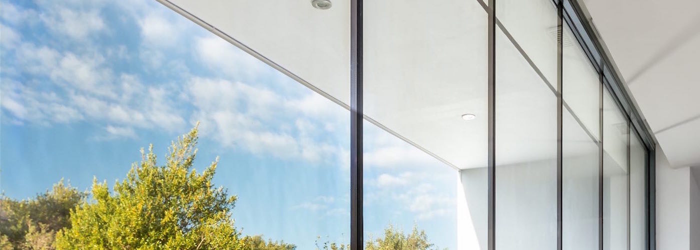 Minimalist glazing from floor to ceiling